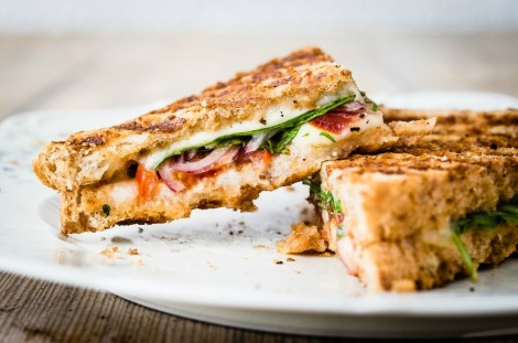 5 amazing recipes to enjoy the most gourmet toasts
