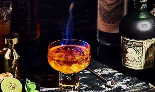 The fascinating story and the authentic recipe of Zombie cocktail.