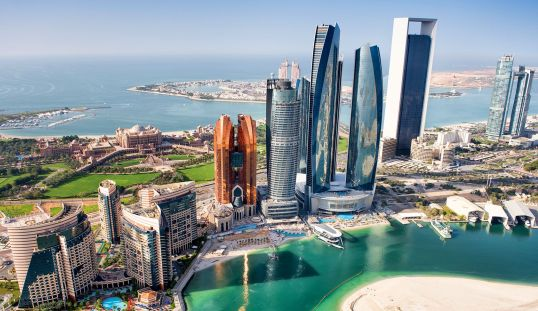 Abu Dhabi: experiences and attractions in the city of luxury